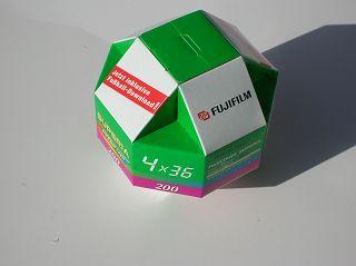 Film-Packung Fuji in Form eines Rhombenkuboktaeders