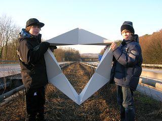 Geometrie mit Durchblick zwischen den Leitplanken