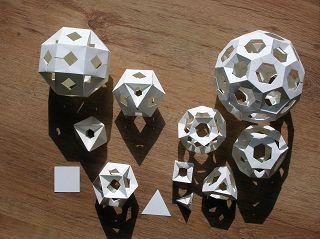 FS Modelle aus gleichen Quadraten bzw. Dreiecken