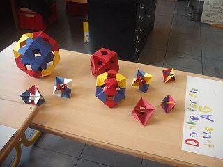 Reiche geometrische Ernte zum letzten Schultag
