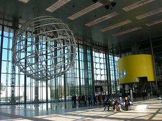 Globus in der Eingangshalle zur Autostadt in Wolfsburg