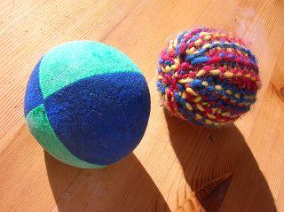 einfache Bälle: zwei Jonglier-Bälle