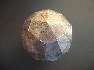 Mond-Modell aus Bastelbogen von der Volkssternwarte Recklinghausen