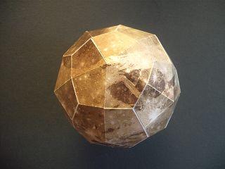 Ganymed-Modell aus Bastelbogen von der Volkssternwarte Recklinghausen